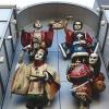 商店街入口アーケードのお迎え人形